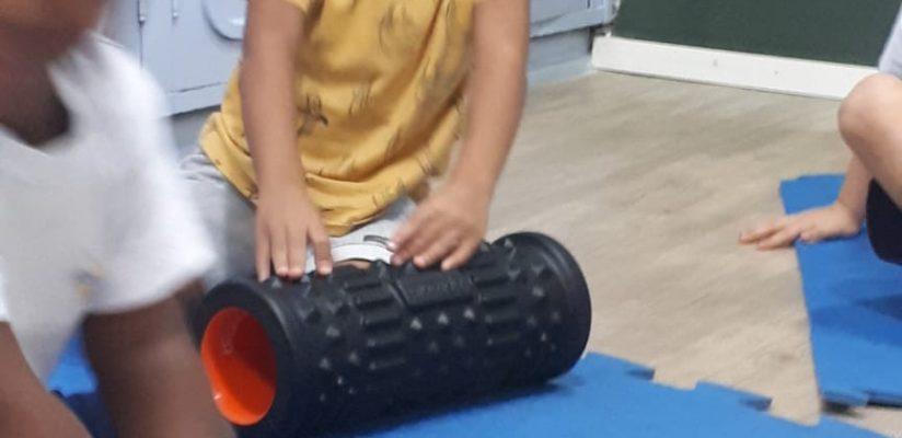 Yoga: brincando, crianças trabalham o corpo integralmente
